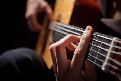 ギターを持った占い師